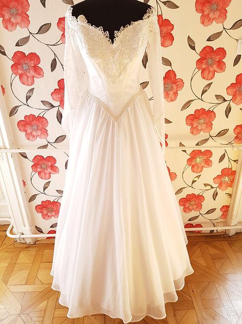 M90 Menyasszonyi ruha