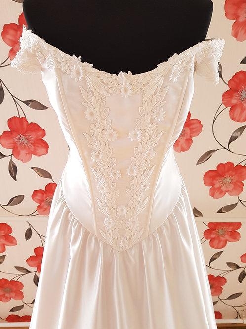 M103 Menyasszonyi ruha