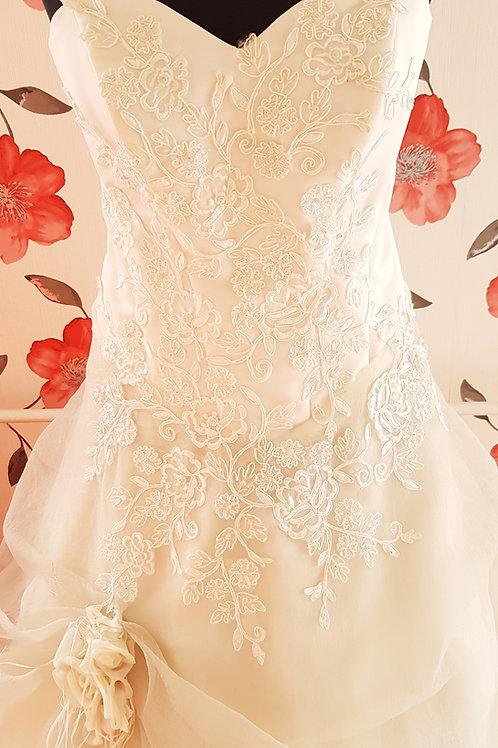 14. Menyasszonyi ruha