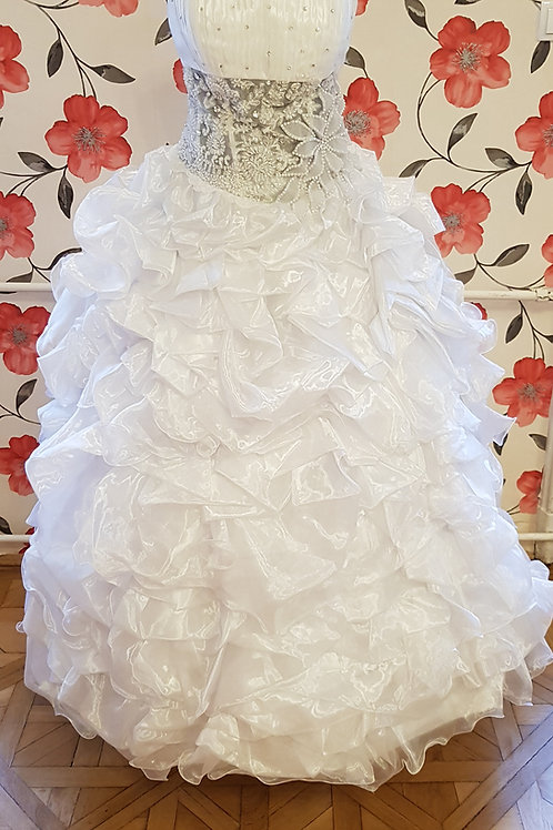 34. Menyasszonyi ruha