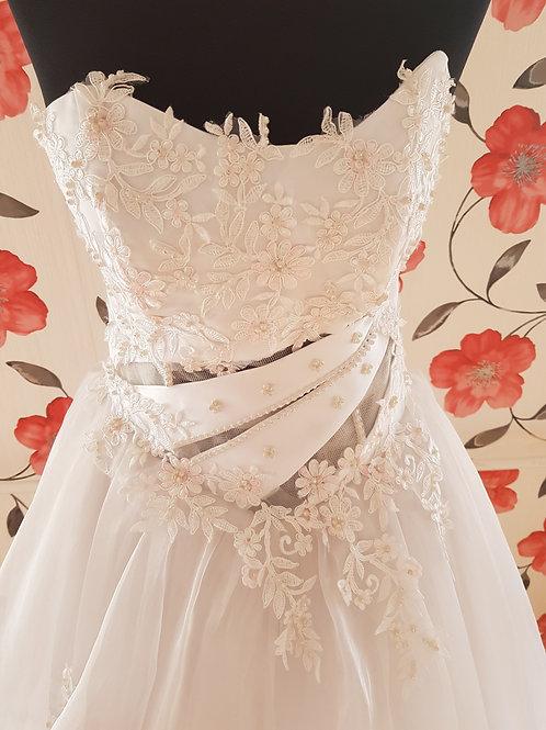 F15 Menyasszonyi ruha