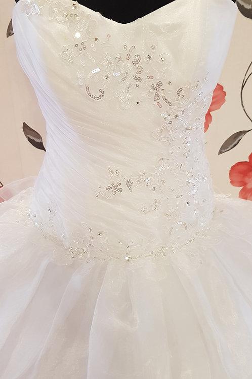 É10 Menyasszonyi ruha
