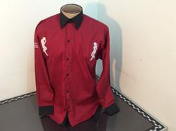 Camisa ML vermelha com detalhes pret