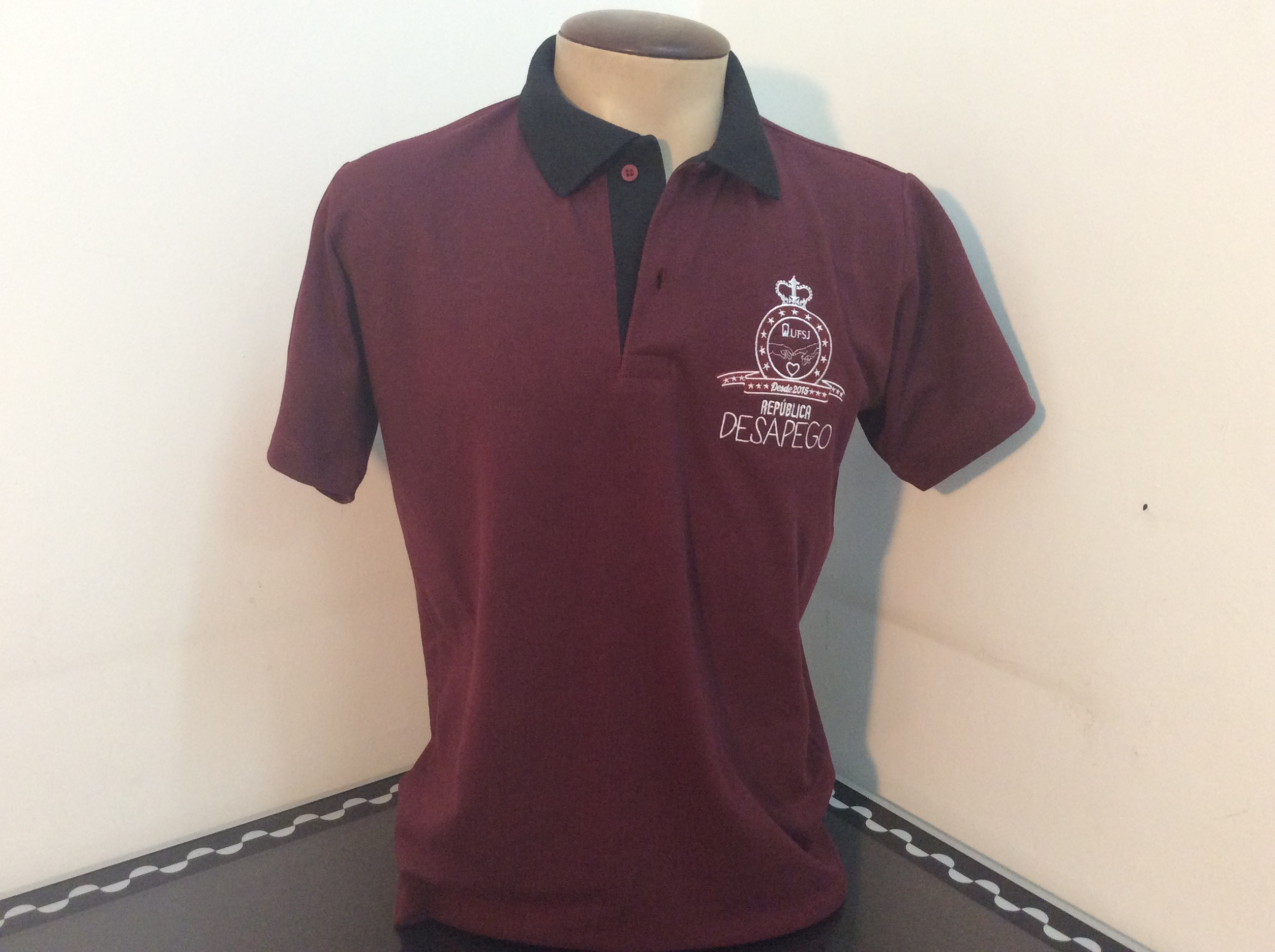 Camisa gola polo piquet bordada