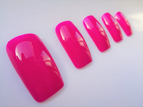 Wide fit false nails Mrs Robinson in 5 styles