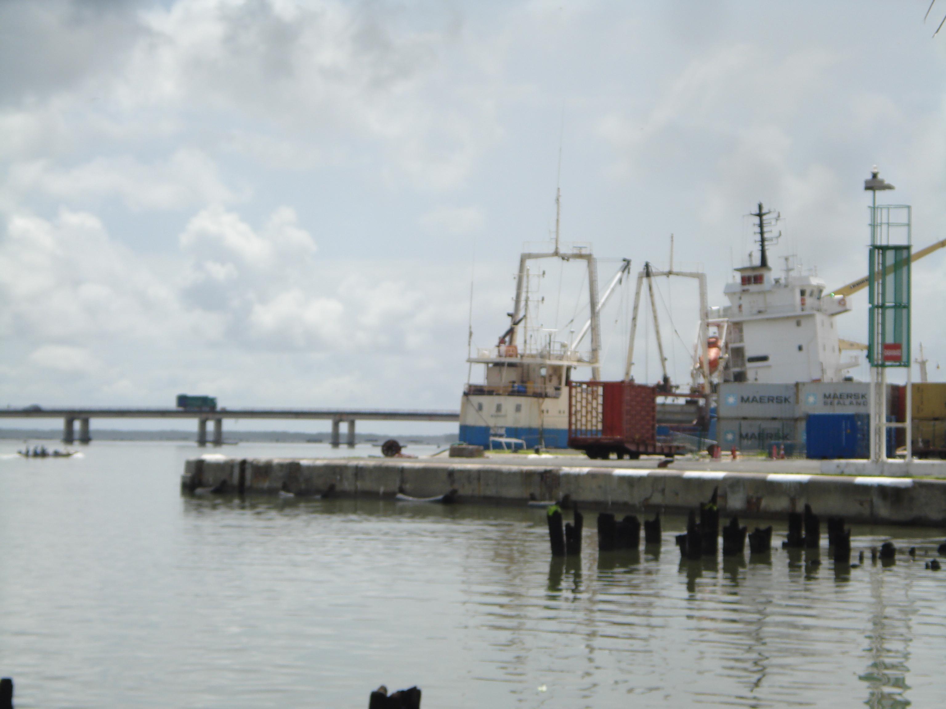Le quai du port de Ziguinchor
