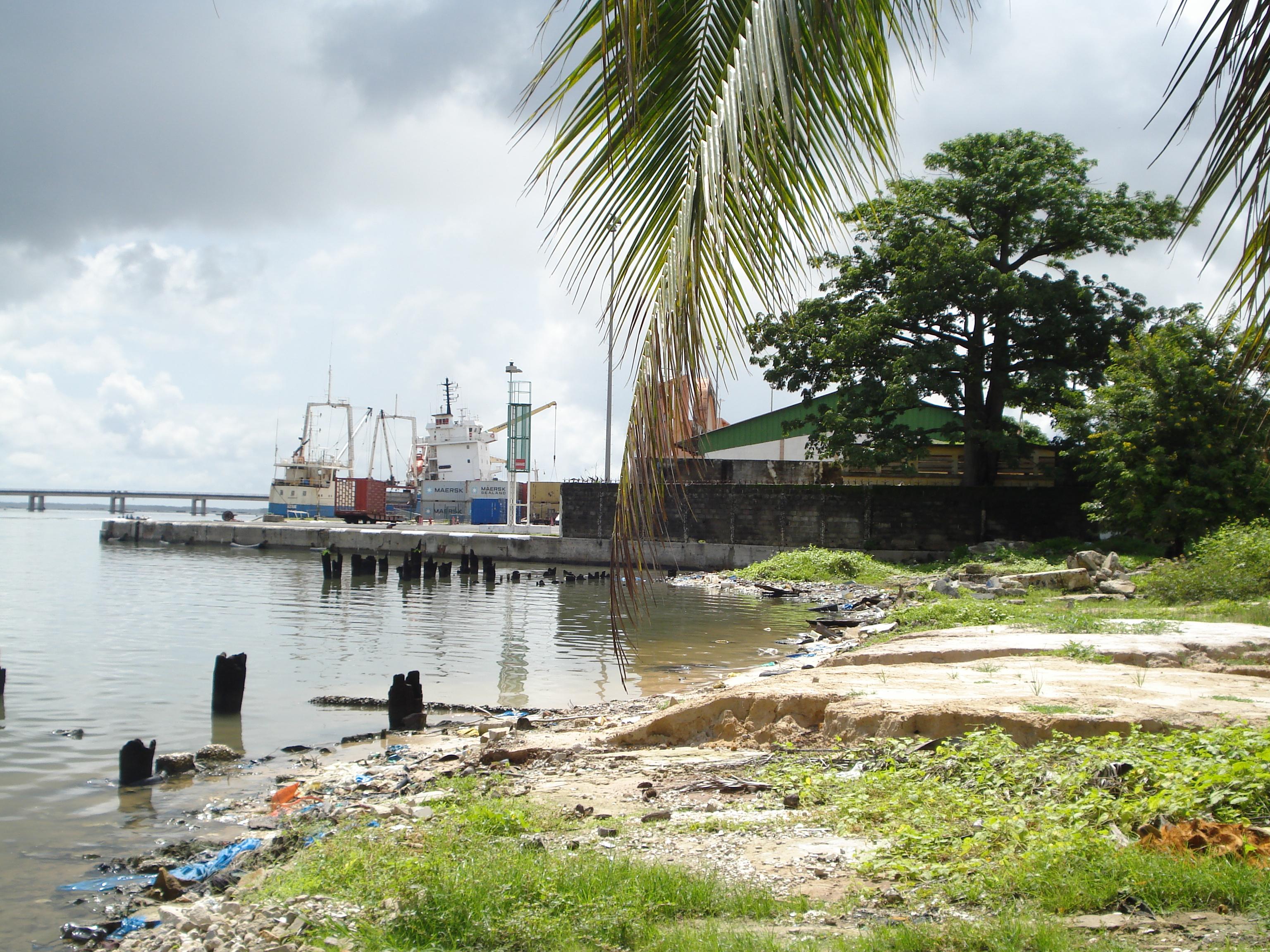 Les abords du port de Ziguinchor