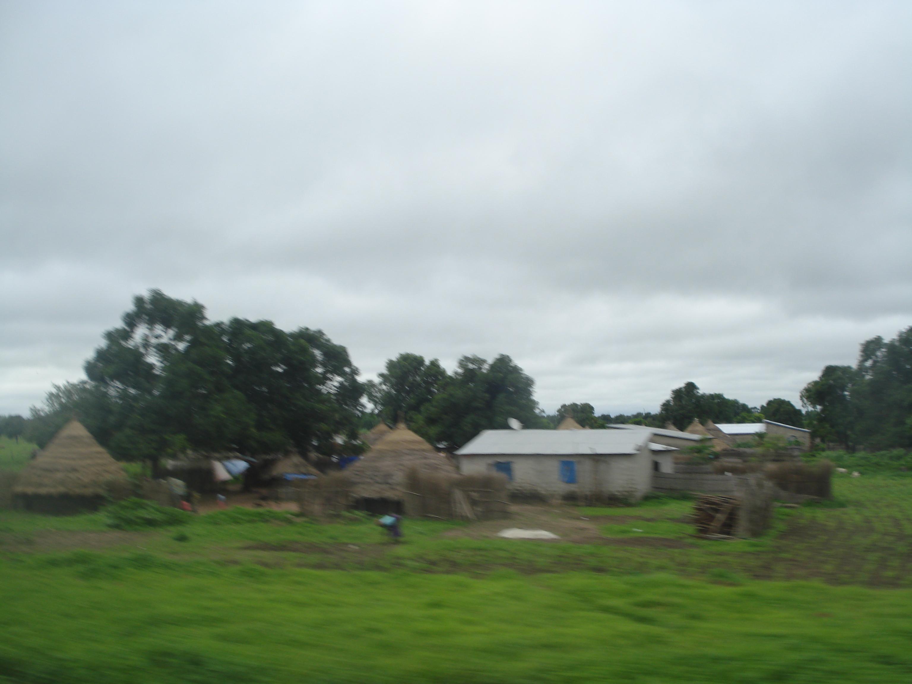 Les cases sur la route de Kolda