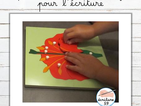 Préparer la main de l'enfant pour l'écriture