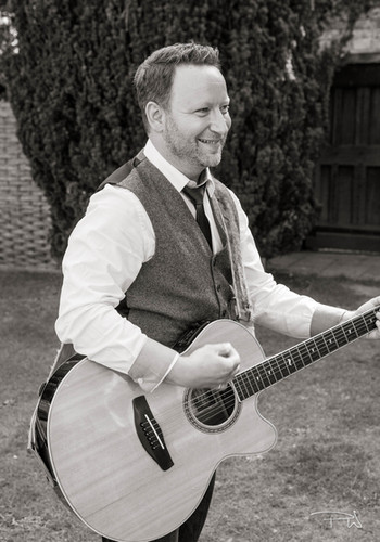 Singing Guitarists in Berkshire for Events, Parties and Weddings