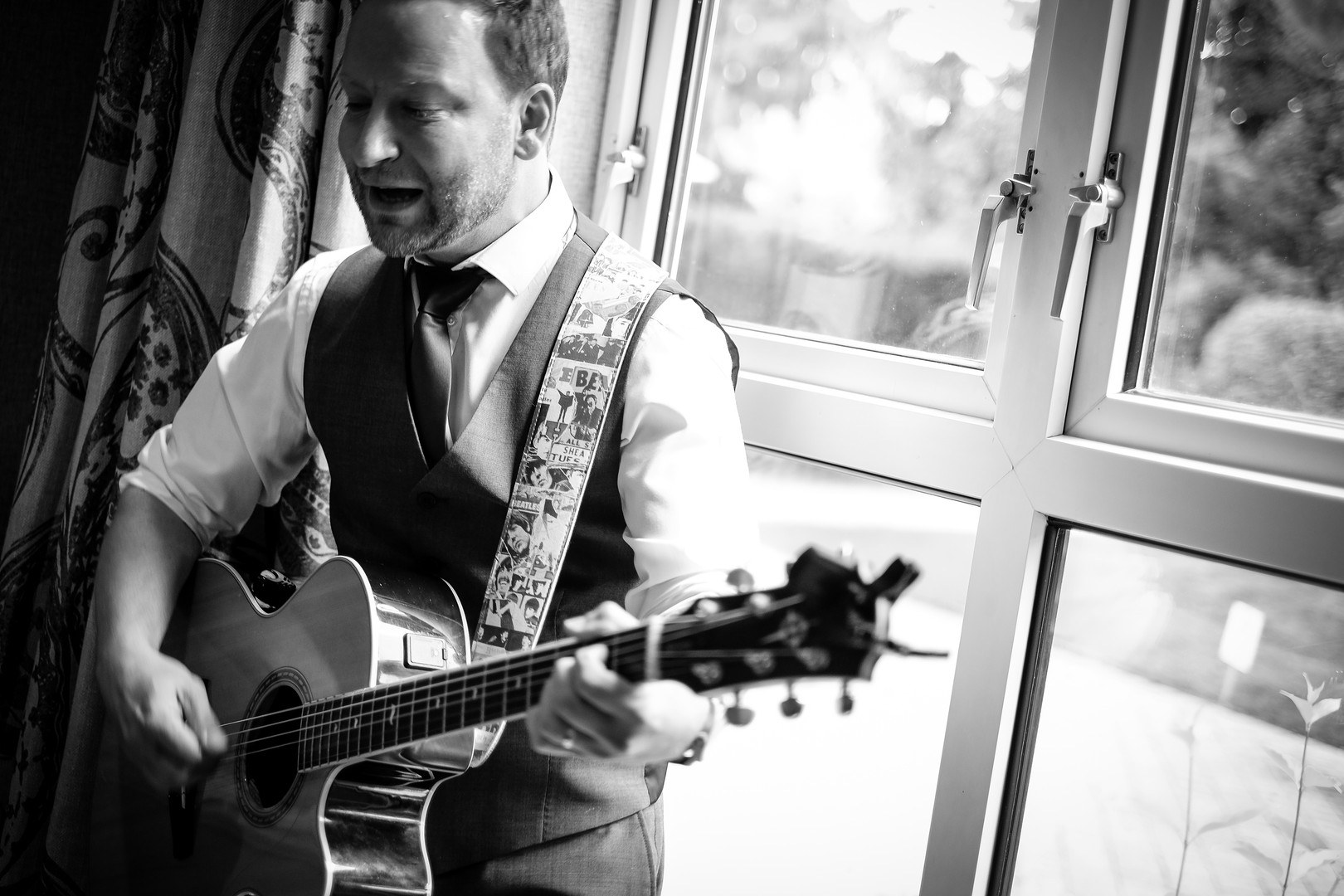 Singing Guitarist Near Me for Events, Parties and Weddings