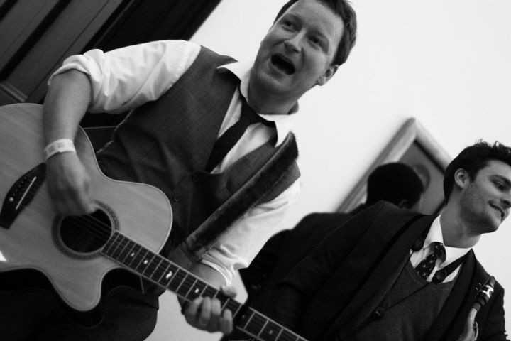 Wandering Singing Guitarist near me for Events, Parties and Weddings