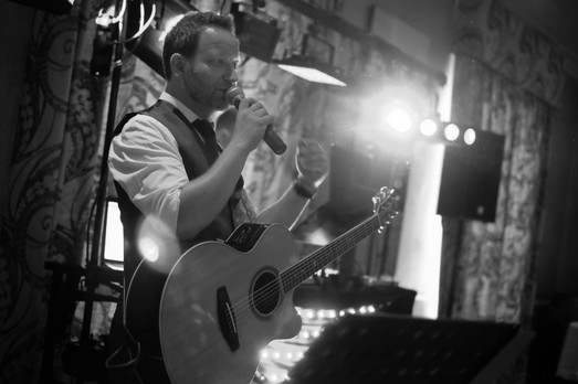Singer Guitarists in Berkshire for Events, Parties and Weddings