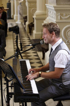 Singing Pianists in Berkshire for Weddings