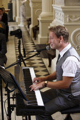 Singing Pianists in Berkshire for Weddings