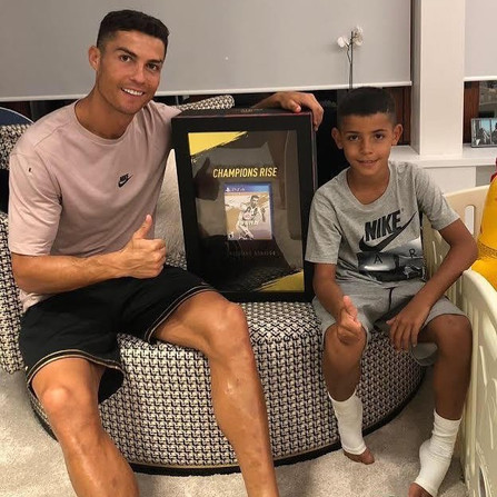 Ronaldo FIFA 19 Box