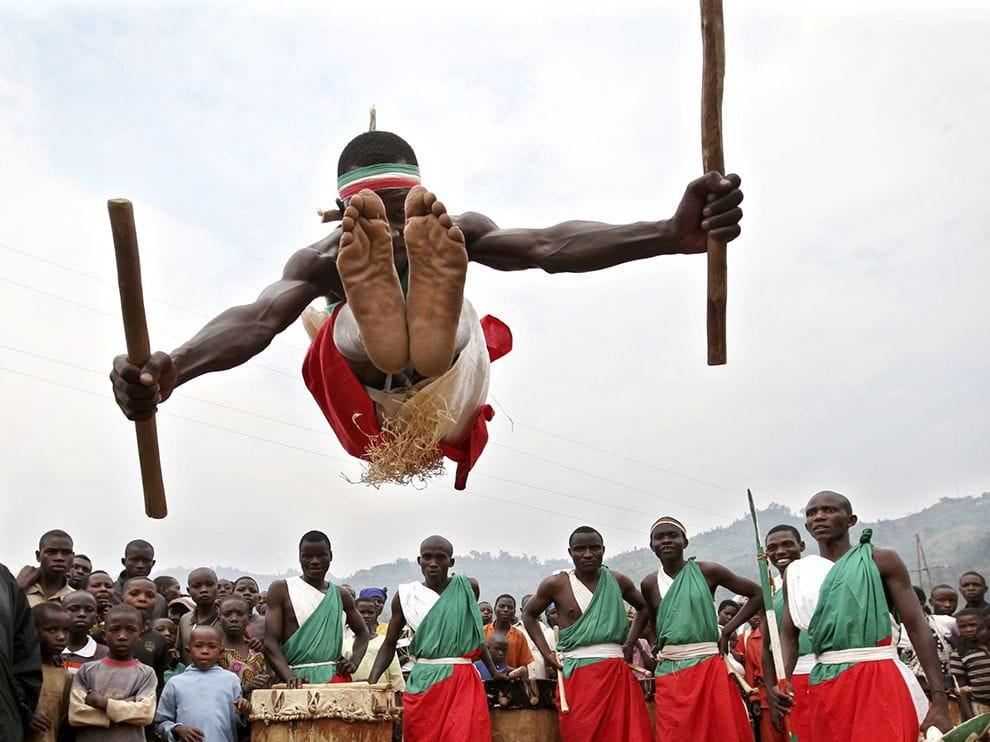 dance-ceremony-burundi_74630_990x742.jpg