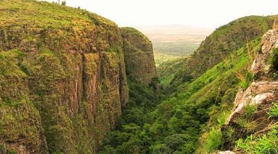 Nyakazu la faille et les chutes de la Ka