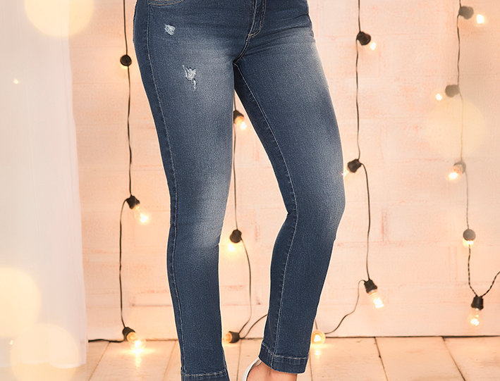 Jean skinny con corte en cotilla