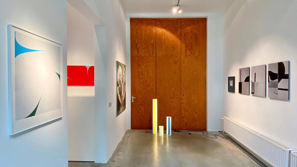 Installation view room 2, Johan Van Oeckel, Pol Mara, Axelle Vertommen, Johannes Elebaut
