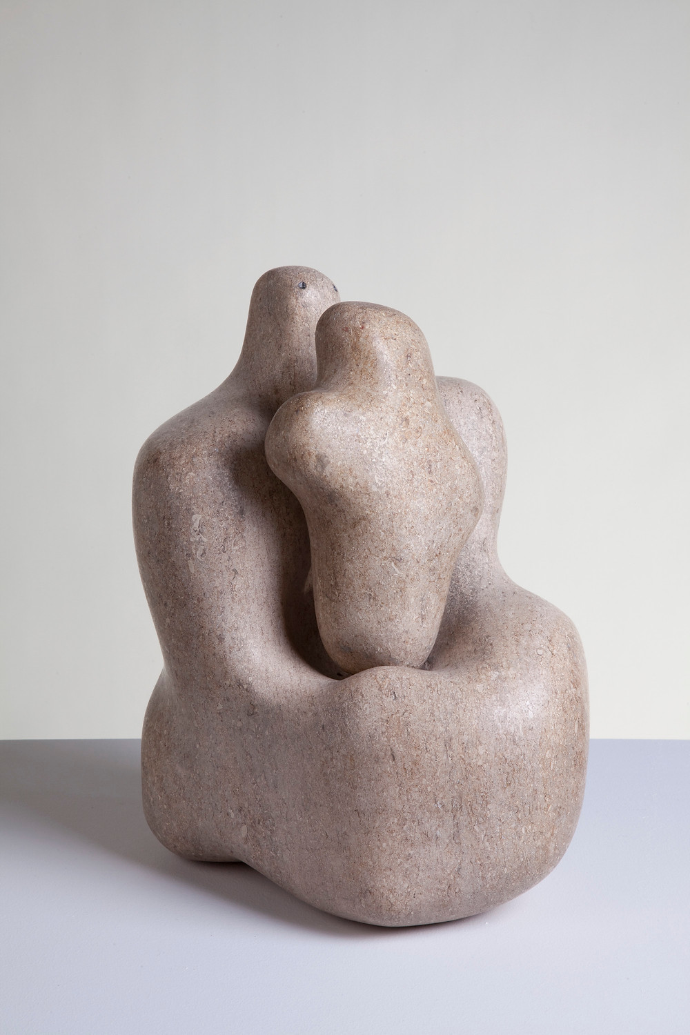 Mother and Child 1934, Barbara Hepworth. Pink Ancaster stone, 26 × 31 × 22 cm. Photo by Jerry Hardman-Jones. © Bowness, Hepworth Estate