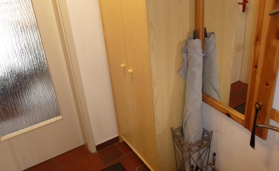 Der Flur mit Stauraum für Jacken, Schuhe und Schirme