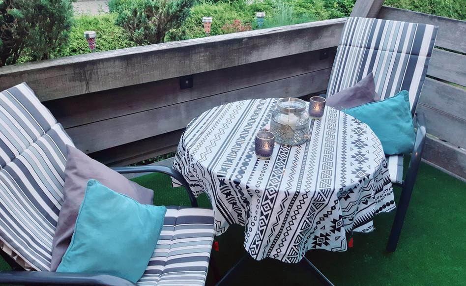 Auf dem Balkon kann man wunderbar verweilen und die Sonne genießen