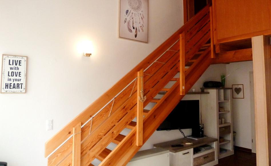 Der Treppenaufgang zum separaten Schlafzimmer