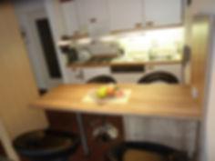 Küche mit Esstresen