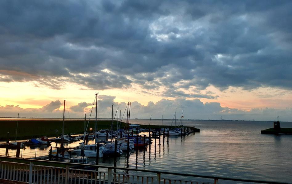 Dangaster Hafen am Abend