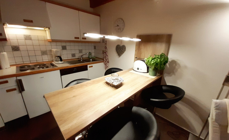 Essecke mit 4 Plätzen und Küchenzeile