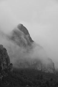 Enkelt fjell Svart Hvit