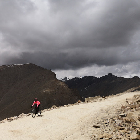 Ladakh, India - the mighty Khardung La: Riding up to 5359m asl.