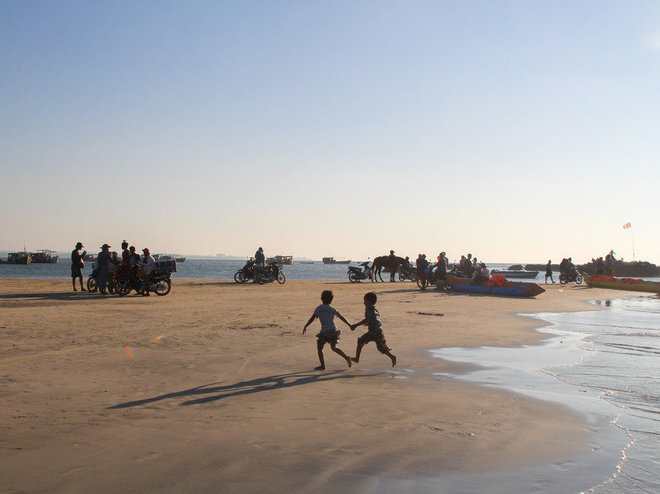 Kids playing on Ngwe Saung beach