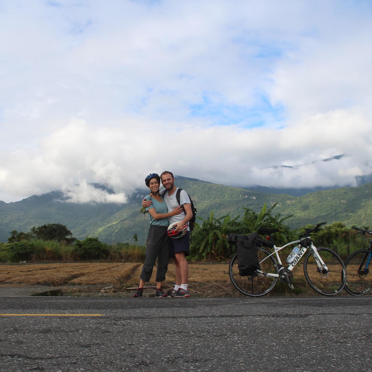 איתי וירדן במהלך טיול האופניים בטייוואן