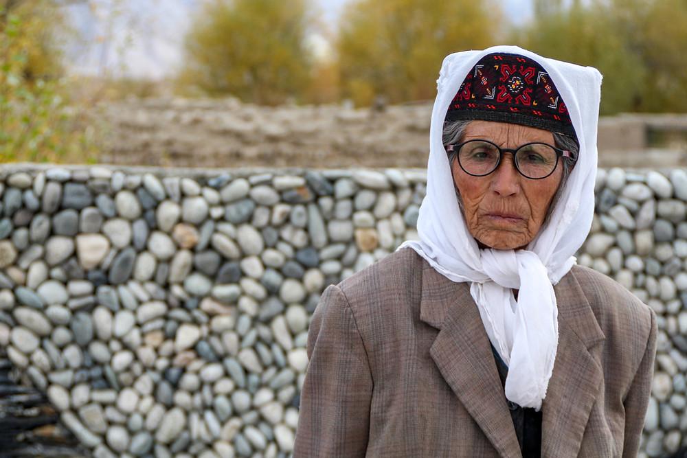 אישה טג'יקית מבוגרת בטאשקורגן