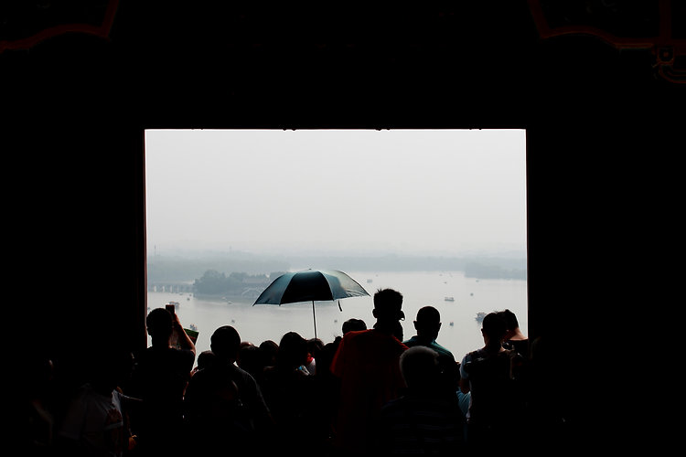 אנשים בתצפית בארמון הקיץ בבייג'ינג