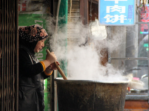 A Hui woman cooking on the streets of Xi'an