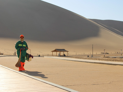 The singing dunes, Dunhuang