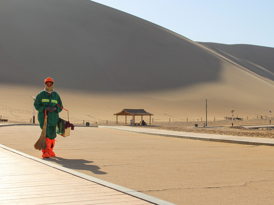 The singing dunes, Dunhuang