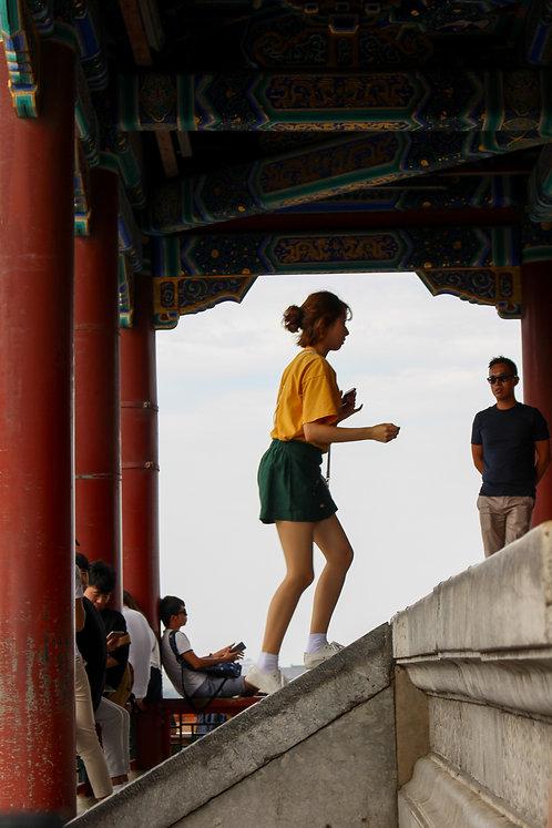 אישה סינית בתצפית על העיר האסורה