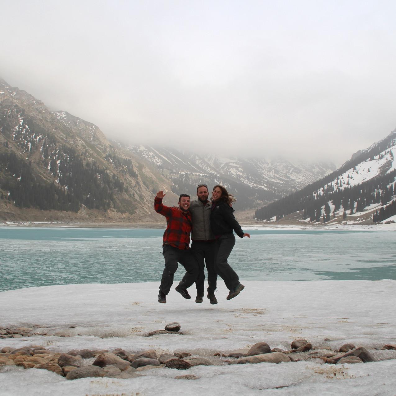 באגם אלמאטי הגדול הקפוא למחצה, בקזחסטן