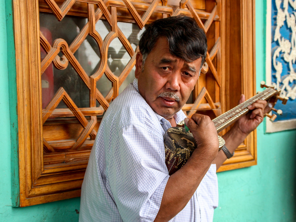 Traditional music in one of Kashgar's tea houses