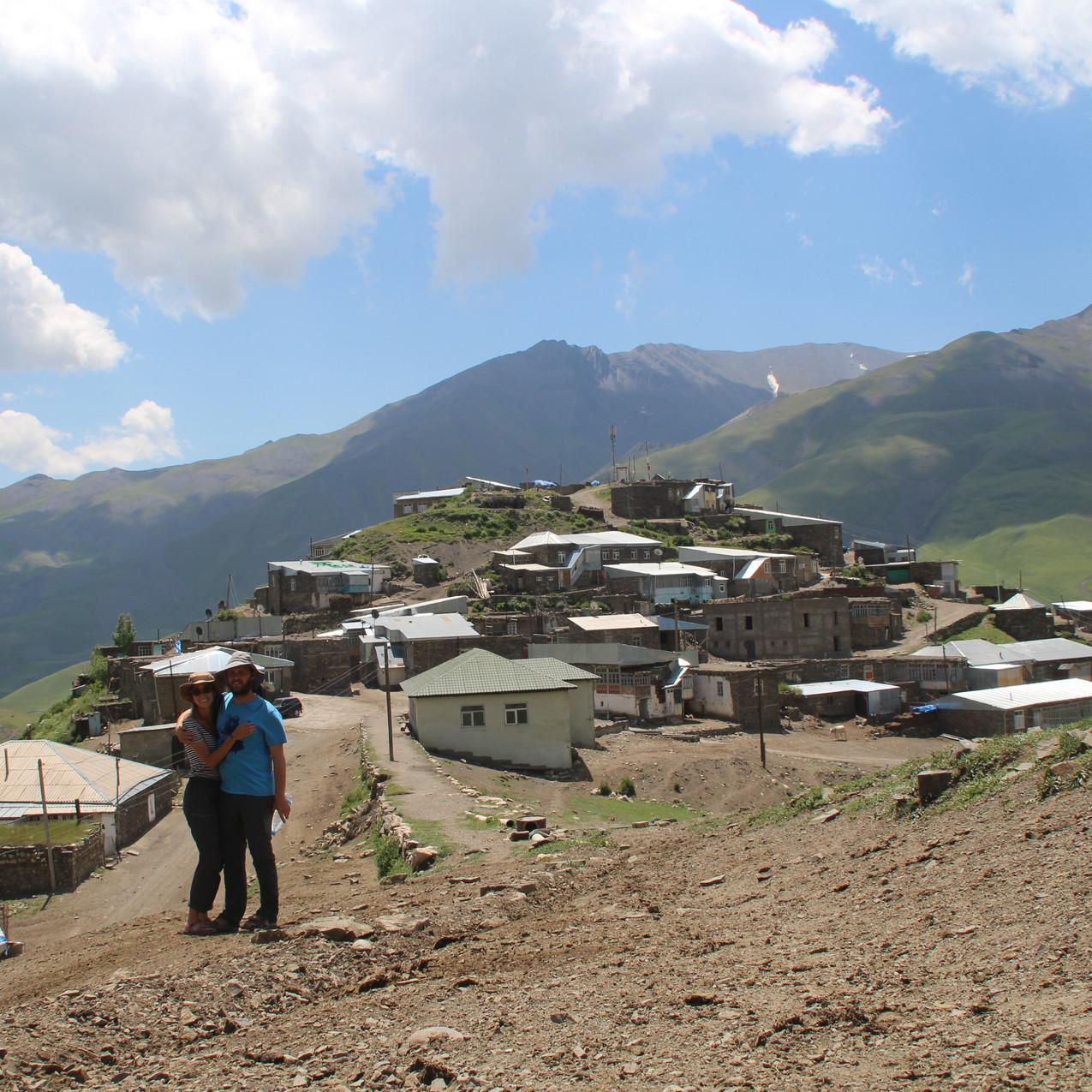 איתי וירדן בכפר חינאליק באזרבייג'ן