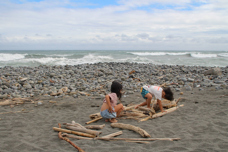 kids playing with woods in Dulan's beach