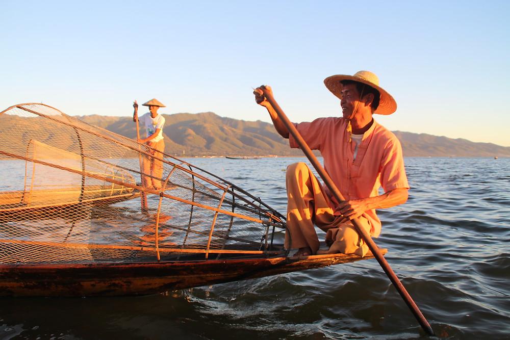 דייגים חותרים באינלה לייק, מיאנמר