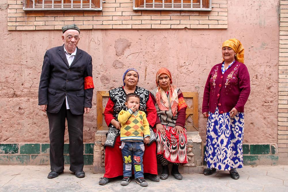 משפחה אויגורית בעיר העתיקה של קאשגר