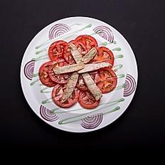 Ensalada de ventresca con tomate y cebolla