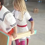 Cuando la imaginación sobra una mesa puede ser el barco de estos dos marineros