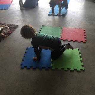 Clases de yoga en la escuela